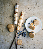 Stuffed marshmallow biscuits with blueberries and bananas