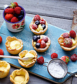 Vanilla tartlets with fresh berries