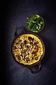 Champignon-Omelett mit Pinienkernen