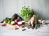 Stillleben mit Gemüse und Spargel