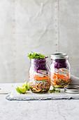 Hähnchen-Sobanudel-Salat im Glas