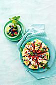 Früchte-Pizza in Regenbogenfarben