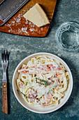 Bandnudeln mit Pancetta, Thymian und Parmesan