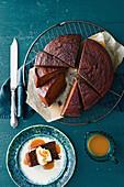 Saftiger Dattelkuchen mit Butterscotch Sauce