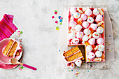 'Erdbeer-Milchshake' Kuchen mit Marsmallows