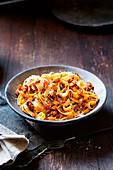 Tagliatelle Bolognese auf Teller