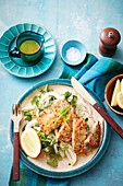 Kalbsschnitzel mit Quinoakruste und Fenchel-Apfelsalat