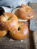 Crisp bagels with sea salt