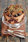 Schokoladenkuchen mit Brombeeren