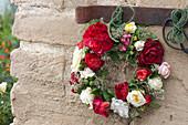 Kranz aus Rosenblüten von Patiorosen