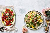 Tomatensalat Caprese und Reisnudelsalat mit Gemüse und Mango