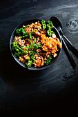 Bowl mit Reis, Rindfleisch und Gemüse (Korea)