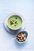 Broccoli cream soup with croutons