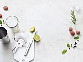 Zutaten und Utensilien für Cocktails