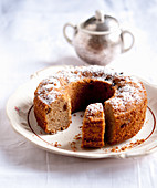 Wholemeal Bundt cake with raisins