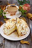 An autumnal cheesecake topped with meringue