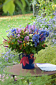 Herbststrauß aus Eisenhut, Gelenkblume, Ehrenpreis