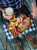 Brettljause mit Bier