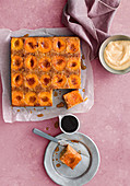 Upside-down apricot and vanilla cake