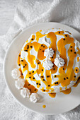 Pavlova with passion fruit sauce
