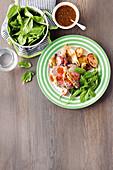 Rindersteak mit Kräuterkruste, Ofen-Wurzelgemüse und Spinat