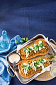 Gefüllter Butternusskürbis mit Lammhackfleisch und braunem Reis