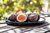 Plate of figs on a garden table