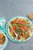 Vietnamesischer Nudelsalat mit Rindfleisch, Zitronengras und Erdnüssen