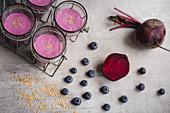 Rote-Bete-Smoothie mit Heidelbeeren