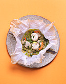 Scallops with coriander in parchment paper