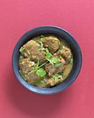 Lamm-Kokos-Curry mit Kokosmilch und Koriander