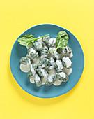 Green gnocchi with Roquefort cream