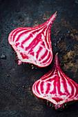 Marbled beetroot, halved