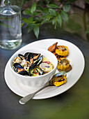 Mussel pot with grilled corn