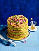 Baklava-Kuchen mit Pistazien und Rosenblättern