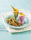 Weich gekochte Eier mit frittiertem Spargel