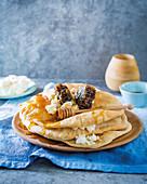 Lavash mit brauner Butter, Ricotta und Honig