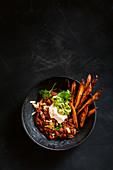 Chilli con Carne mit Süßkartoffel-Wegdes