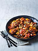 Hähnchen Cacciatora mit Zwiebel, Pilze, Kräutern und Tomaten