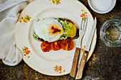 Toast with a fried egg, pea puree and roasted tomatoes
