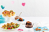 Menü zum Valentinstag (Saganaki-Garnelen-Cups, Hähnchen mit Gremolata-Kruste und Schokoladensorbet mit Karamellkrokant)