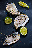Oysters with pepper and limes