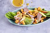 Lettuce with sweet potatoes and a honey dressing