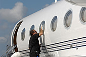Cleaning Gulfstream 450 private jet
