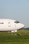 Boeing 737-500 taxiing