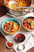 Linseneintopf mit Wurst und Tomaten