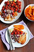 Putenschnitzel mit Süsskartoffeln und gebackenen Tomaten