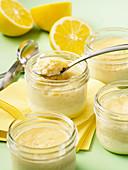 Sous-Vide-Zitronenpudding im Glas