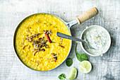 Indisches Dal mit Spinat-Raita