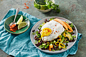 Low-carb chilli and bean salad with a fried egg